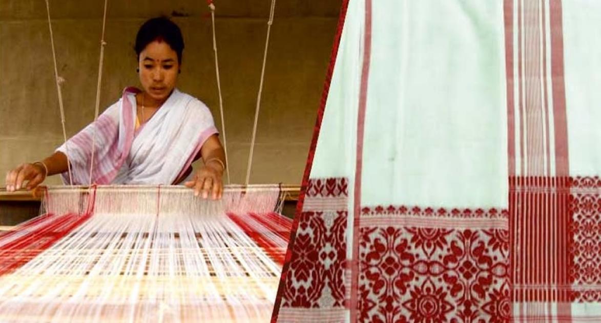 पश्चिम बंगाल की एक महिला उद्द्यमी हैंडलूम का काम करती हुई